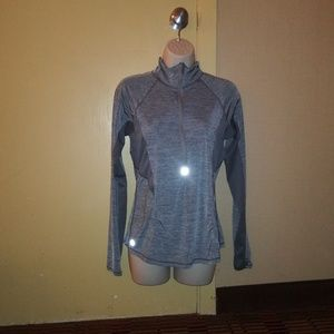 Athleta Top Long Sleeves Gray Size S